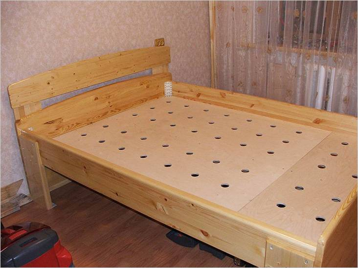 Ξύλινο κρεβάτι με ιδρυτές κόντρα πλακέ