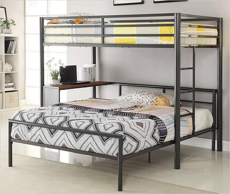 Двухъярусная металлическая кровать. Снизу двуспальная