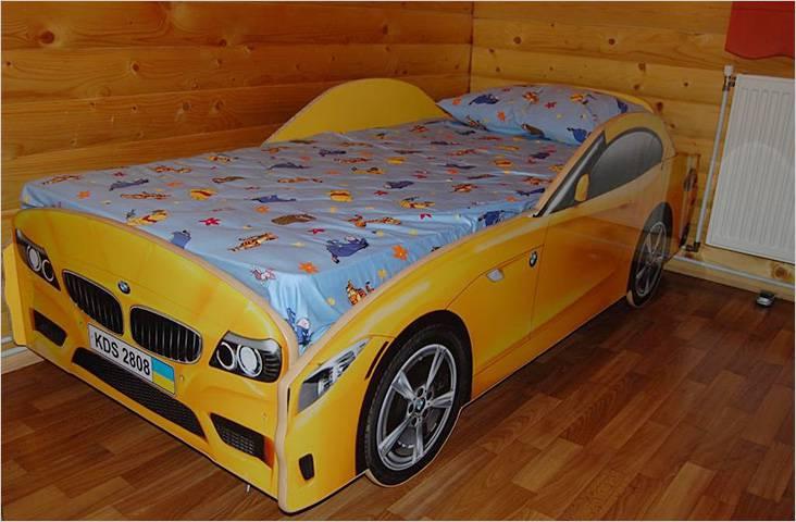 Σπιτικό κρεβάτι με τη μορφή ενός αυτοκινήτου