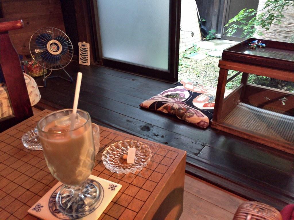 ほうじ茶ラテ(京町家カフェ月と)