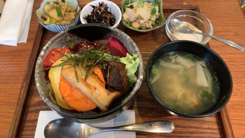 野菜たっぷりビビン丼(冬)