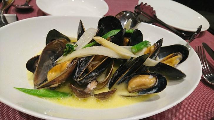 アサリとムール貝の白ワイン蒸し クリーム仕立て