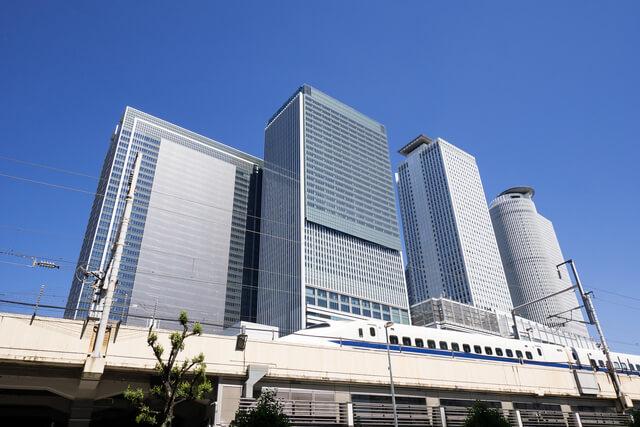名古屋駅に停車する東海道新幹線