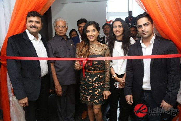 Actress Sakshi Agarwal launched Supreme Living Furniture Showroom Novak Photos
