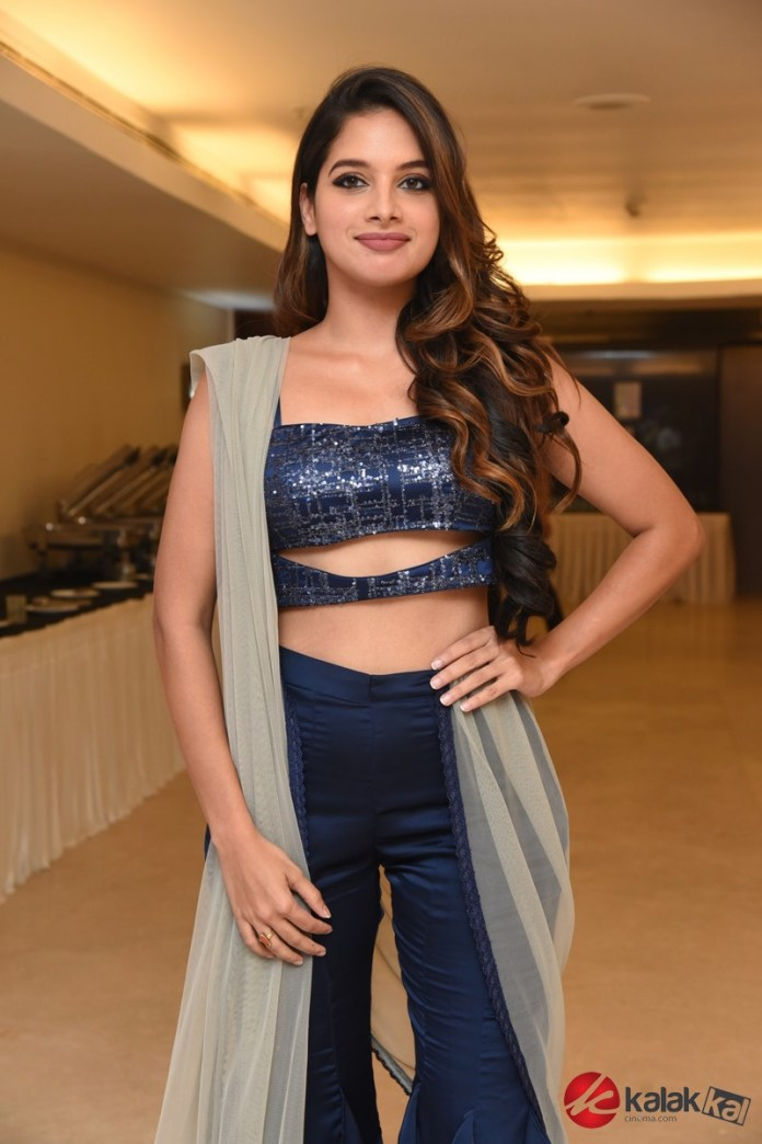 Actress Tanya Hope Photos