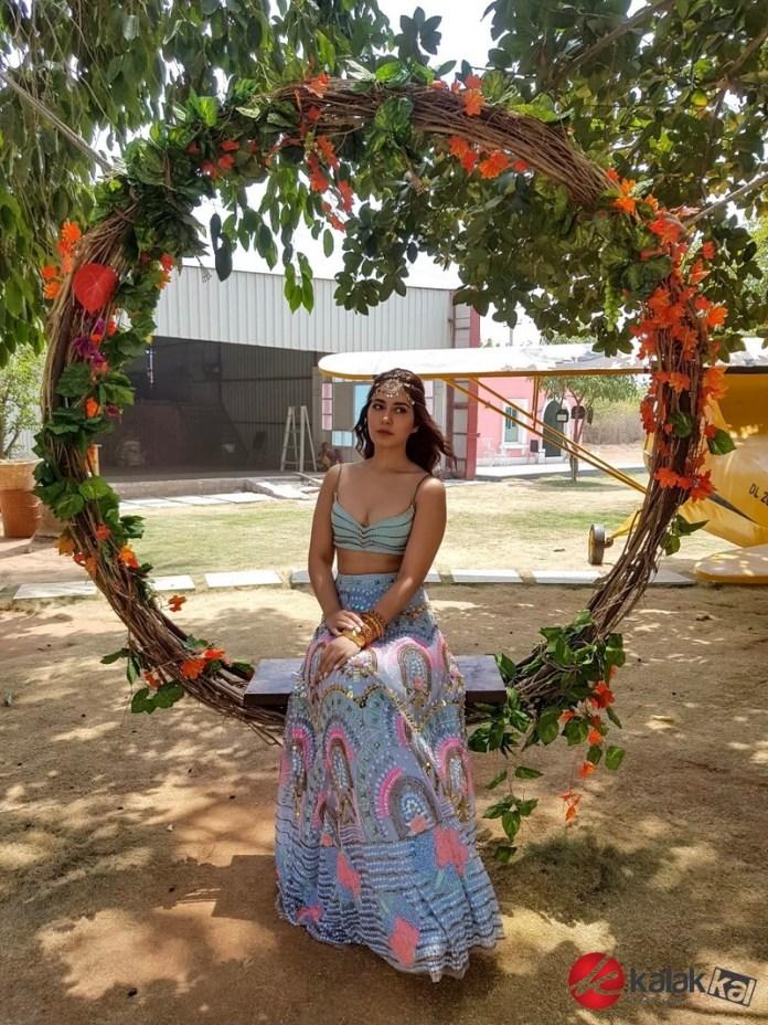 Actress Raashi Khanna Photos