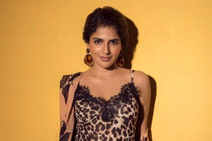 Actress Iswarya Menon Photos