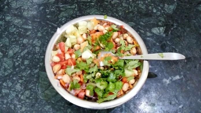 Thai Mango Salad with Peanut Dressing