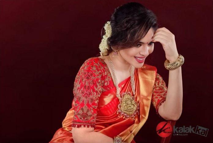 Actress Sherin Shringar Photos