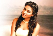 Amala Paul Kisses to Fan