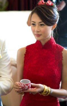 Kalamakeup bride Lucia getting ready for Chinese Tea Ceremony at Marriot Hotel, H.K.