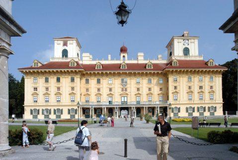Eisenstadt_Schloss_Esterhazy_wikipedia