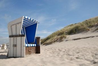 beach-chair-1264647_1920