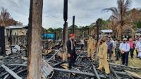 Lasarus Janji Bangun Hunian bagi Penghuni Rumah Betang yang Terbakar