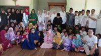 Kaafilul Yatim dan Kadin Kalbar Bagikan Ratusan Nasi Kotak ke Pesantren