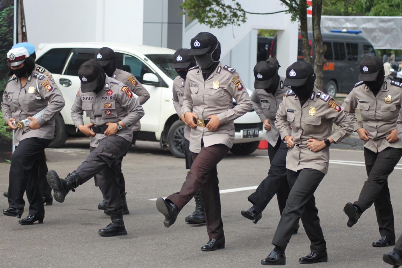 Sejumlah Srikandi Polresta Pontianak Ikuti Kemampuan Personel