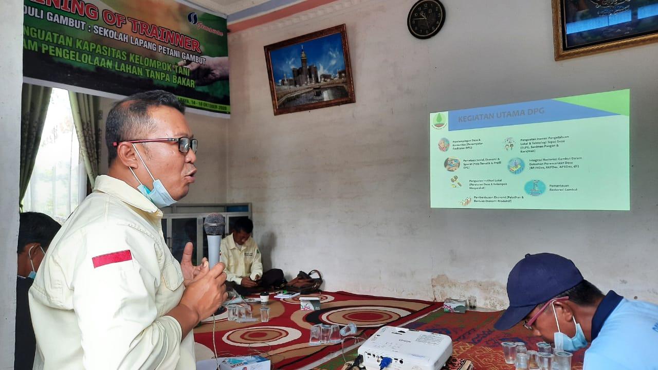 Dinamisator BRG Provinsi Kalbar, Hermawansyah saat pembukaan SLPG di Desa Punggur Besar, Rabu 14 Oktober 2020/IST