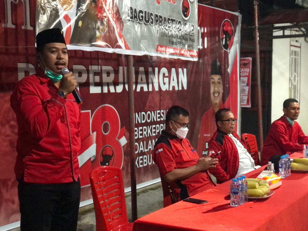 Anggota DPRD Kubu Raya dari fraksi PDI Perjuangan Bagus Prastyo menerima sejumlah aspirasi dari warga saat melaksanakan reses di daerah pemilihannya