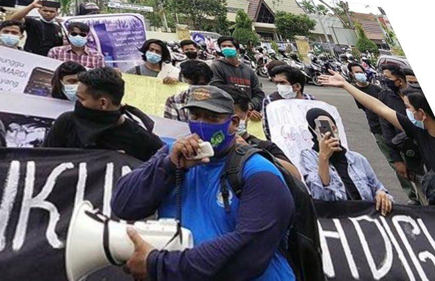 Polda dan Kajati Kalbar diunjuk Rasa Puluhan Orang, Tuntut Jumardi Bebas