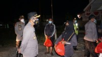 Polres Kubu Raya Patroli Skala Besar Dan Bagikan Sembako