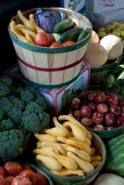 Healthy Fruits and Vegetables. By Mark Stebnicki.