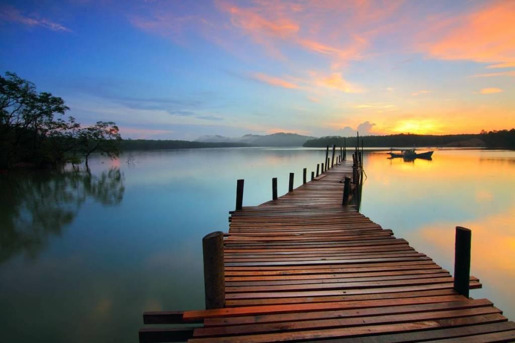 A Long Pier. Image by Pok Rie