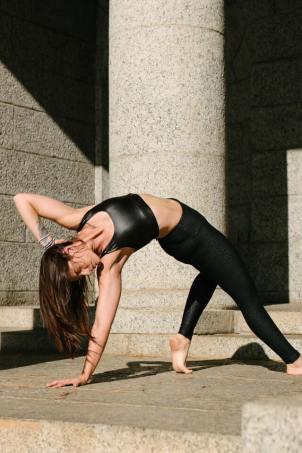 A flexible pose. Image by RF Studio.