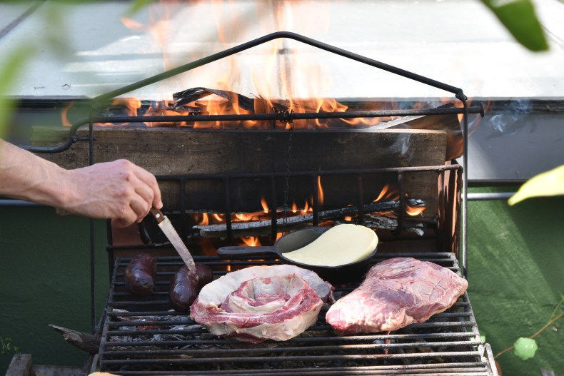 parrilla-grill-loaded-front-angle