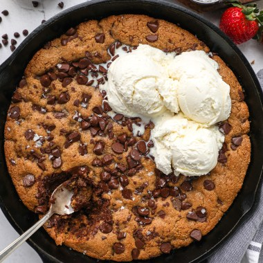 An easy skillet cookie recipe made with better for you ingredients and is so rich and decadent too! This is the perfect treat to serve for Valentine's Day or for an anniversary!