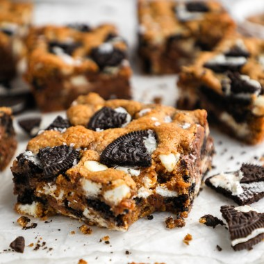 Quick, easy and loaded with crushed Oreo pieces! These delicious blondie bars are so easy to make and perfect for serving a crowd! (Or even if you just want a quick dessert too!)