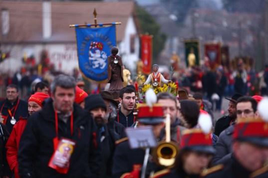 Défilé et foule pour la Saint-Vincent tournante 2017 / Photo Jean-Luc Petit