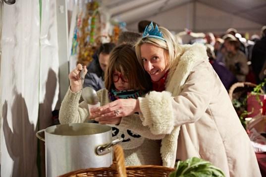 Une soupe qui réunie mère et fille lors du festival de la soupe 2017 à Chalon sur Saône