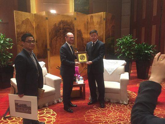 échanges-cadeaux-vice-maire-Suzhou-Conservatoire-à-rayonnement-régional-chalon