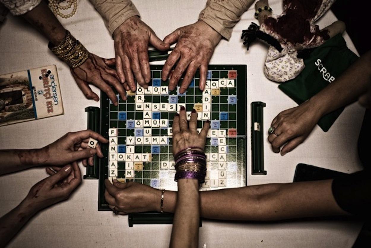 Scrabble festivalden festivale koşuyor 64