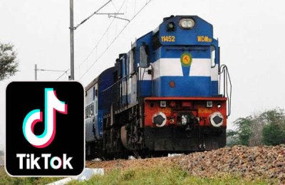 2 teenagers killed by tiktok video before running train