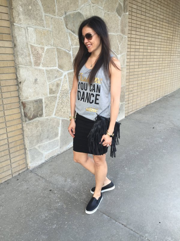 Graphic Tank and Skirt | How to style a graphic tank | Tank and skirt ideas | Fringe purse outfit | Casual skirt outfit | Summer outfit ideas