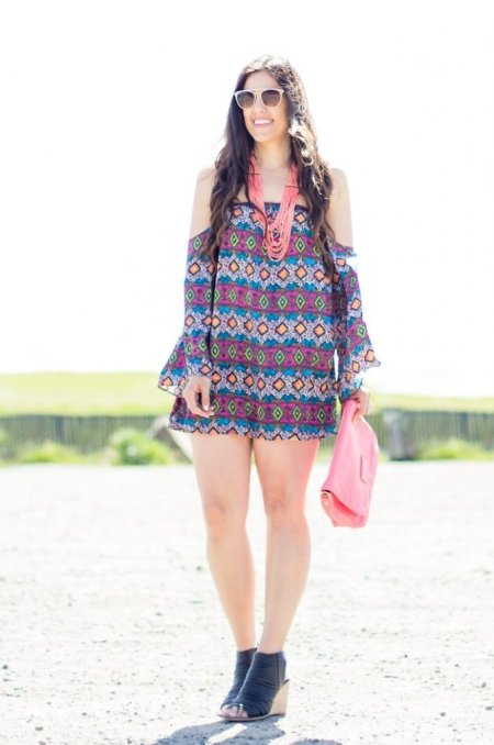 How to style off the shoulder, Of the shoulder dress, tips for styling off the shoulder, spring fashion, warm weather fashion, boho style