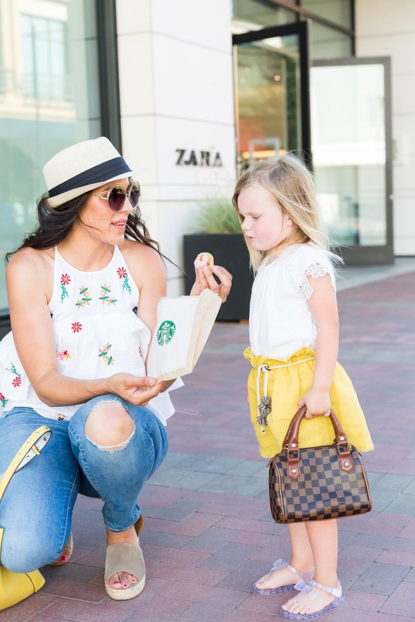 Tips for Shopping with Kids, how to shops with kids, keeping kids entertained while shopping, ideas for kids while shopping, shopping with kids ideas