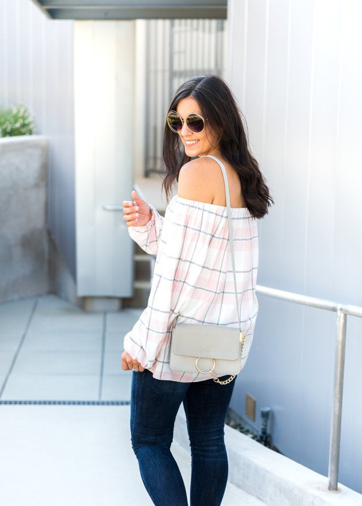 Tips for styling an off the shoulder top, Transitioning to fall, Fall Style tips, Blush mules, Gray bag, Skinny jeans, Oversize sun glasses