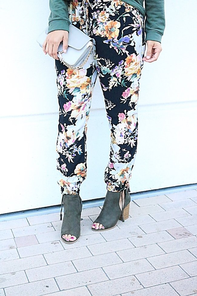 How to wear bold prints, Army green, Floral print, fall fashion tips, fall style ideas, Cold shoulder top