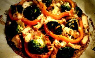 Pizza med bund af bønner & hjemmelavet tomatsauce