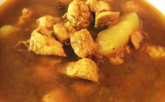 Kyllingesuppe med æblebåde