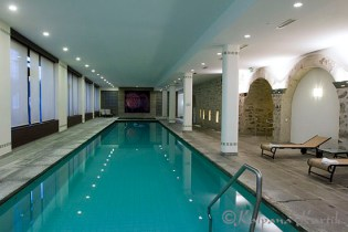Indoor pool at the SPA of Des Trois Couronnes