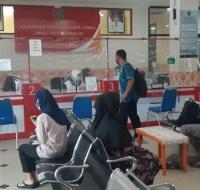 Suasana pelayanan adminduk di kantor Dukcapil Kabupaten PPU.