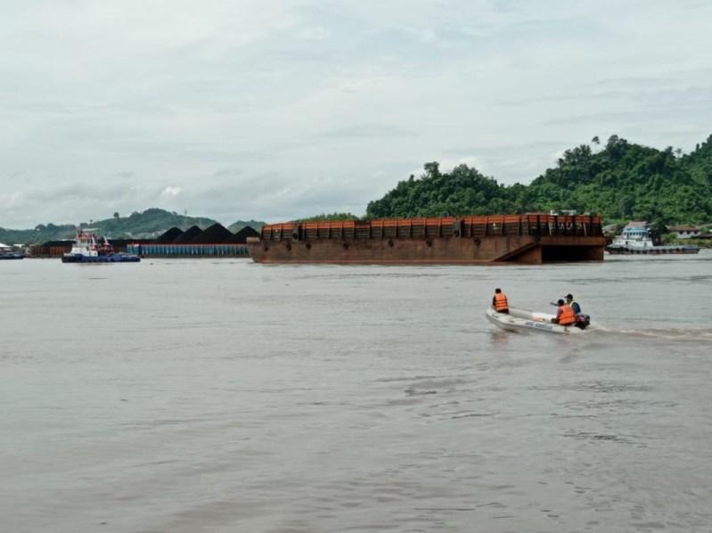 FOTO : Upaya pencarian tim SAR gabungan masih terus melakukan upaya penyisiran mencari keberadaan motoris speed boat yang menghilang usai kecelakaan
