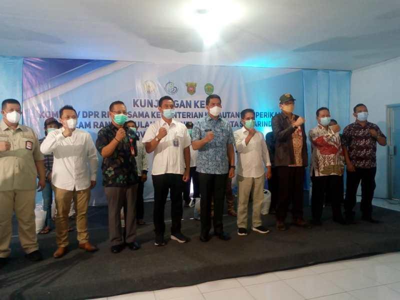 Wali Kota Samarinda Andi Harun saat menghadiri penyerahan bantuan untuk nelayan di PPI Selili, Jumat (13/8/2021)