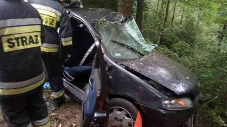"""Wypadek na drodze powiatowej """"Ptasznicy"""" w Izdebniku"""