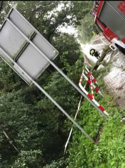 Powalone drzewo w Zebrzydowicach - fot. KSRG OSP Zebrzydowice
