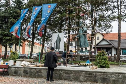 Instalacja pomnika Mikołaja Zebrzydowskiego na kalwaryjskim rynku - 13 listopada 2020 r.- fot. Andrzej Famielec - Kalwaria 24-09813