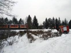 Wypadek na niestrzeżonym przejeździe kolejowym w Kalwarii Zebrzydowskiej - Toyota Yaris wjechała pod pociąg Regio relacji Bielsko-Biała - Kraków Płaszów - 11 luty 2020 r. godz. 8:30 - fot. Kalwaria 24